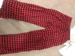 Calça xadrez vermelha cm preta tamanho único , veste 36 a 40