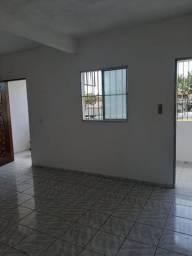 Alugo apartamento bem localizado