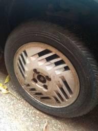 Vendo pneu  com a roda Pirelli aro 14