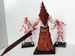 Boneco Pyramid Head e Enfermeiras jogo Silent Hill