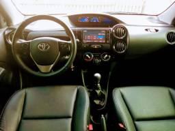 Toyota Etios XLS 1.5 2017, impecável com km baixo / Aceito troca