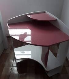 Vende_se uma escrivaninha de canto pra deixar o quarto da sua filha mais bonita .