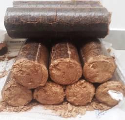Briquetes - sacos com 25kg toras para Pizzarias
