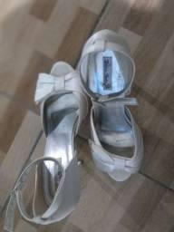 Vende-se sapato de noiva pouco usado (marca) Dona rosa