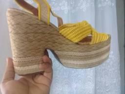 Vendo esta sandália