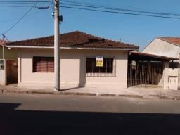 Casa com outra casa no mesmo terreno