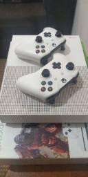 X-BOX One S 1 TB - 2 Controles e 2 jogos