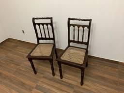 Par de cadeiras antigas