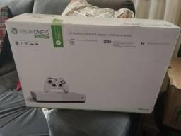 Xbox One S 1TB HD em excelente estado, na caixa