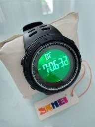 Relógio SKMEI A PROVA D'ÁGUA 5ATM/50M NOVO