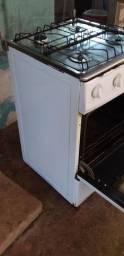 Vendo fogão velho mas forno funcionando e nao tem  uma boca nele