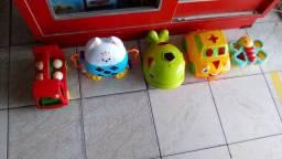 Lotinho de brinquedos de encaixar para crianças