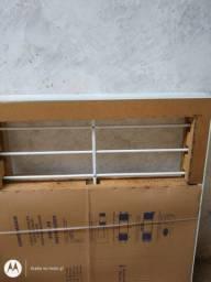 Urgente.,janela novinha com grade em alumínio com vidros 350.00