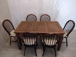 Conjunto de jantar usado, em madeira estilo rústico