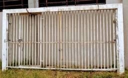 Portão Basculante Grande Semi novo.