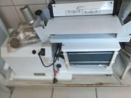 Vendo máquina de moer ,masseira e cilindro de massa 5 em 1enche linguiça tbm