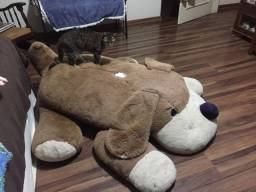 Cachorro de pelúcia gigante