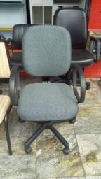 cadeira tipo diretor temos a partir de 290,00