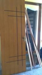 Porta Maciça de Madeira desenhada 70cm completa com Fechadura