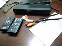 DVD Player LG com 2 controles e manual