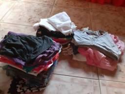 Vendo lote para bazar incluindo roupas infantis