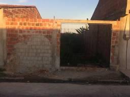 Vendo terreno com baldrame feito todo murado