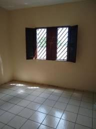Aluga-se casa no conjunto industrial com ótima localização tel 988 51 07 04