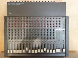 Mesa de som Mackie CR-1604 com rack