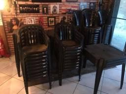 Mesa + 4 cadeiras pretas