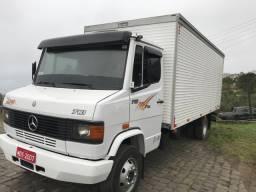Caminhão mb710 plus baú