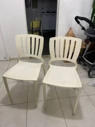 Vendo cadeiras 60 reais cada uma.
