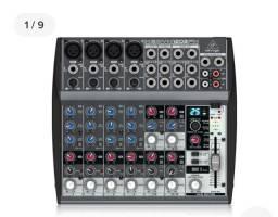 Mesa de som Behringer 12 canais com efeitos