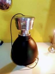Luminária industrial pendente com vidro fosco