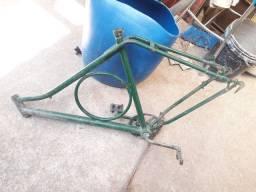 Desapegando... Quadro de bicicleta aro 26, barra circular. Barbada!