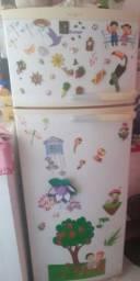 Vendo uma geladeira nova