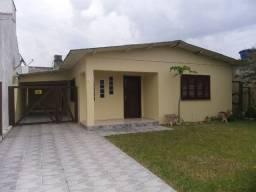 Excelente casa de 3 dormitórios com garagem para 3 carros em Nova Tramandaí