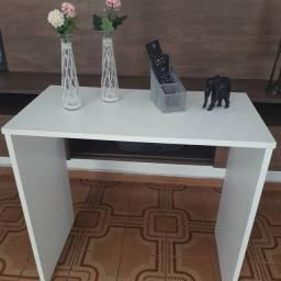 Mesa branca.