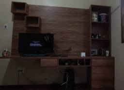 Painel TV c/ bancada de estudos + estante