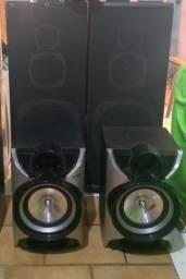 Caixas de som grande e pequeno