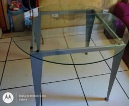 Mesa redonda com os pés quadrado de ferro