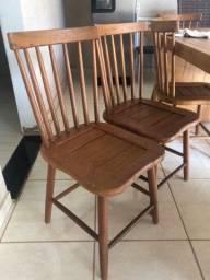 Cadeira e banco de madeira