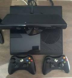 Xbox360 + 2 Joysticks originais + kinect