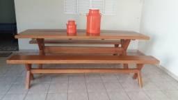 Mesa madeira maciça com par de bancos
