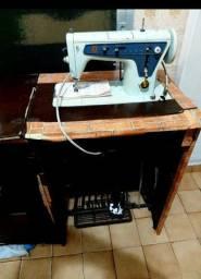 Máquina de costura e bordados