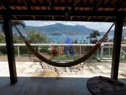 Casa de condomínio com linda vista para o mar de Angra