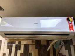 Ar Condicionado  12 mil BTU´s Quente/Frio 220 V