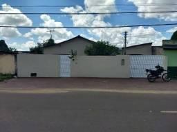 Aluga-se casa com 3 quartos no bairro Buritis
