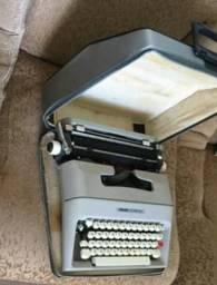 Máquina de escrever - Antiga ( muito conservada , semi - nova )