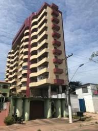 Apartamento no Edifício Mirage com 03 vagas de garagem