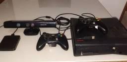 Vendo Xbox 360, com desbloqueio Jtag, com 2 controles Kinect, HD externo de 500 GB